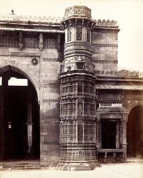 Close view of the right-hand minaret of the Queen's Mosque or Rani Rupavani Masjid, Ahmadabad